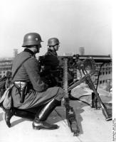 Warschau, schweres MG 08/15 aufDach