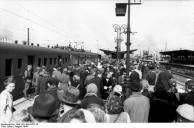 Warschauer Aufstand, Zivilisten auf Bahnhof