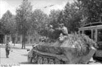 Frankreich, Schützenpanzer in einerStadt