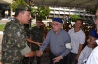General Jesus Correia cumprimenta o Veterano Rigoberto Souza