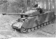 Russland, Panzer IV am Waldrand