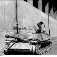 Italien, Sturmgeschütz IV in Ortschaft