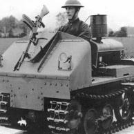 Trator Utilitário Vickers-Carden-Lloyd - Este tanque individual foi uma conversão experimental de 1934 – anterior aos jipes, portanto – e acabou mais usado como veículo trator devido à sua agilidade que como um blindado de batalha propriamente dito. A dianteira era blindada e a base da metralhadora Vickers Berthier podia ser afixada em posição elevada para que o condutor pudesse atirar enquanto dirigia. Usava um motor de quatro cilindros a gasolina com câmbio de cinco marchas.