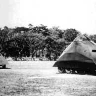 """Tanque Tortuga Venezuelano – 1934 - Estes tanques foram criados como um recado da Venezuela à Colômbia – que havia criado vários incidentes políticos desde sua vitória sobre o Peru na Guerra de Putumayo. Era difícil de manobrar, tinha pouca ventilação e visibilidade limitada, além de um design que parece inspirado na Ku Klux Klan. Usava um chassi 6×4 do caminhão Ford 1934. As rodas traseiras eram ligadas por esteiras, e era descrito pelo exército como """"Veículo de Reonhecimento de Tração Mista"""" (semilagarta). Tinha uma metralhadora Mark 4B de 7 mm instalada no topo do casco."""