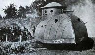 """Veículo Sobre Lagartas """"Besta"""" – 1917 - Esta exclusiva máquina militar foi construída em 1917 por algum americano cujo sobrenome era Best. O comando do exército americano gostou do projeto e o adotou no mesmo ano. A julgar pelas suas formas, parecia mais uma máquina de arado blindada"""