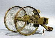 Tanque Russian Tsar - Certamente o maior e mais alto tanque já feito em toda a história. As duas enormes rodas eram movidas por um motor de 250 cv em cada uma delas – as menores eram as rodas traseiras. Apenas dois protótipos foram feitos, mas problemas básicos como atolamentos e o alto custo de produção mataram o projeto em 1916. O último dos dois protótipos foi desmontado e descartado em 1923