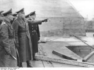 Frankreich, Rommel auf Dach eines U-Boot-Bunkers