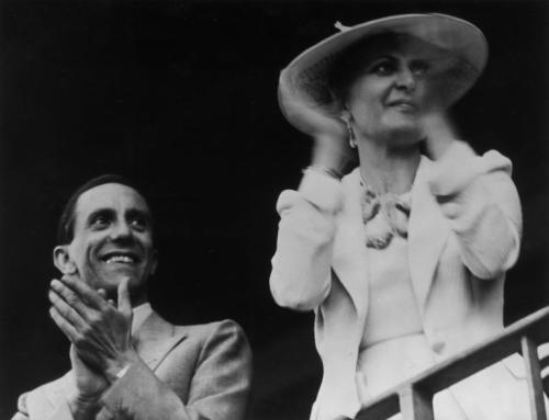 Joseph Goebbels mit Ehefrau Magda bei einem Autorennen auf der AVUS in Berlin