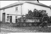 Nordfrankreich, Panzer V (Panther) mit Infanterie