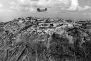 Área devastada pela artilharia americana