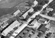 No detalhe é possível verificar tropas de infantaria alemã avançando sobre vila