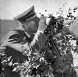 Hitler observa o avanço de suas tropas