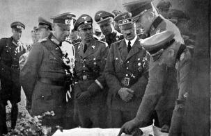 General de Infantaria Strauss e o Generalde Artilharia von Kluge apresentam um relatório da situação